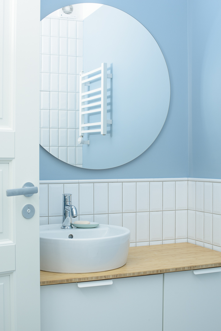 Bathroom with circle mirror