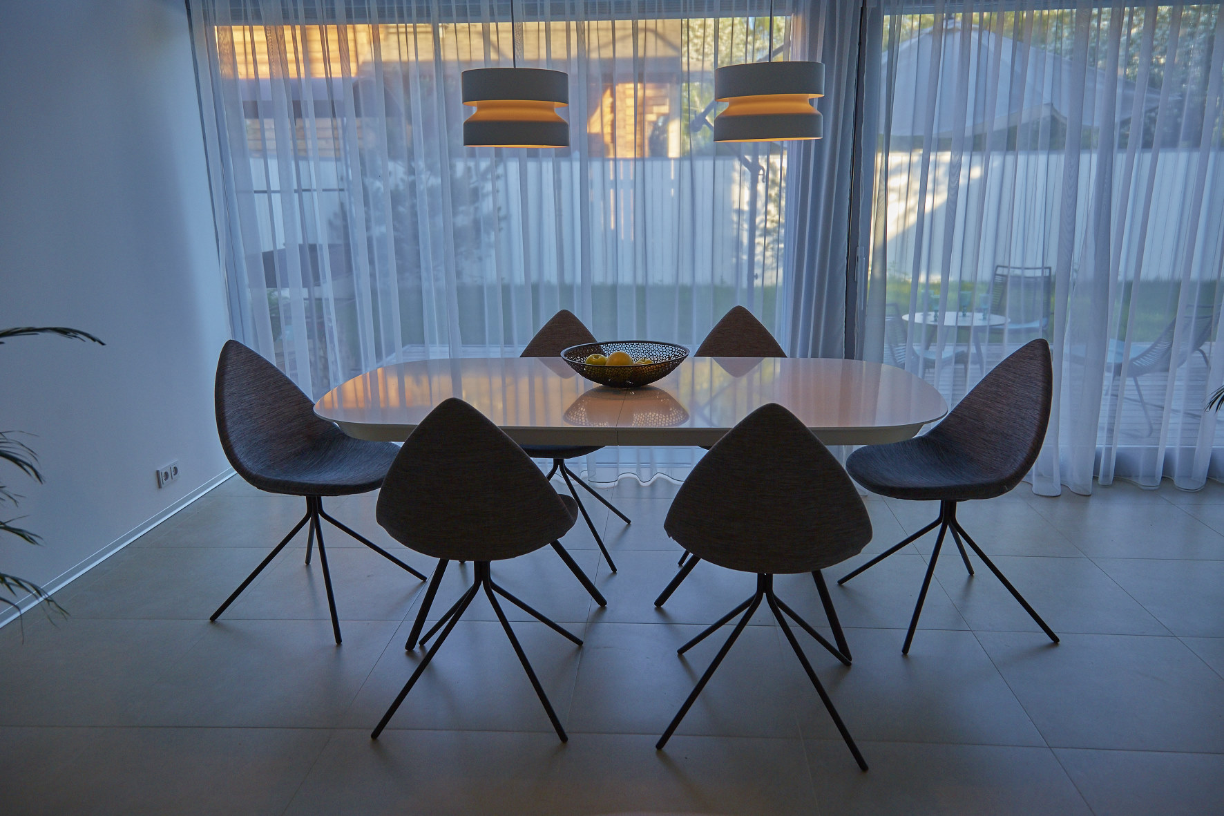 Bo concept dinning table and chairs