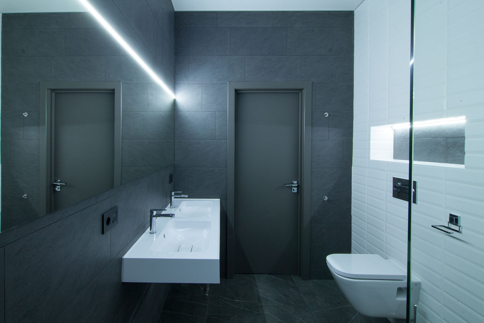 Dark grey and white walls of the bathroom