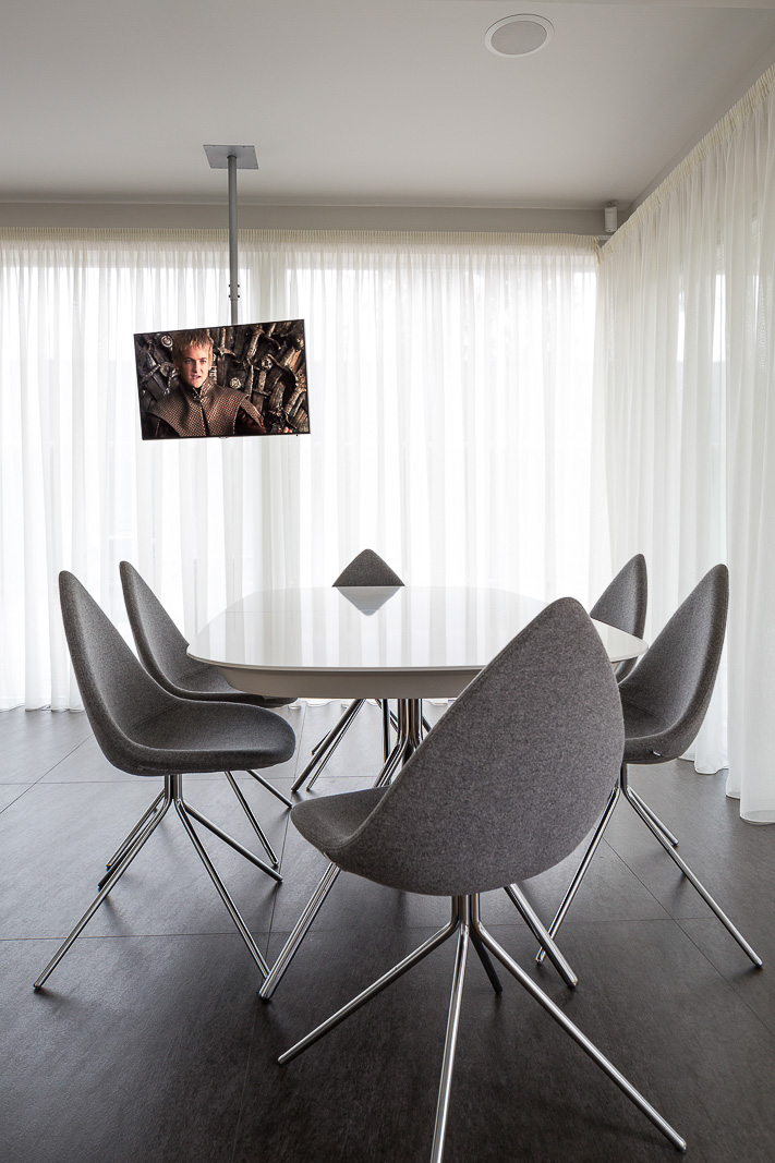 Dinning room with full height windows