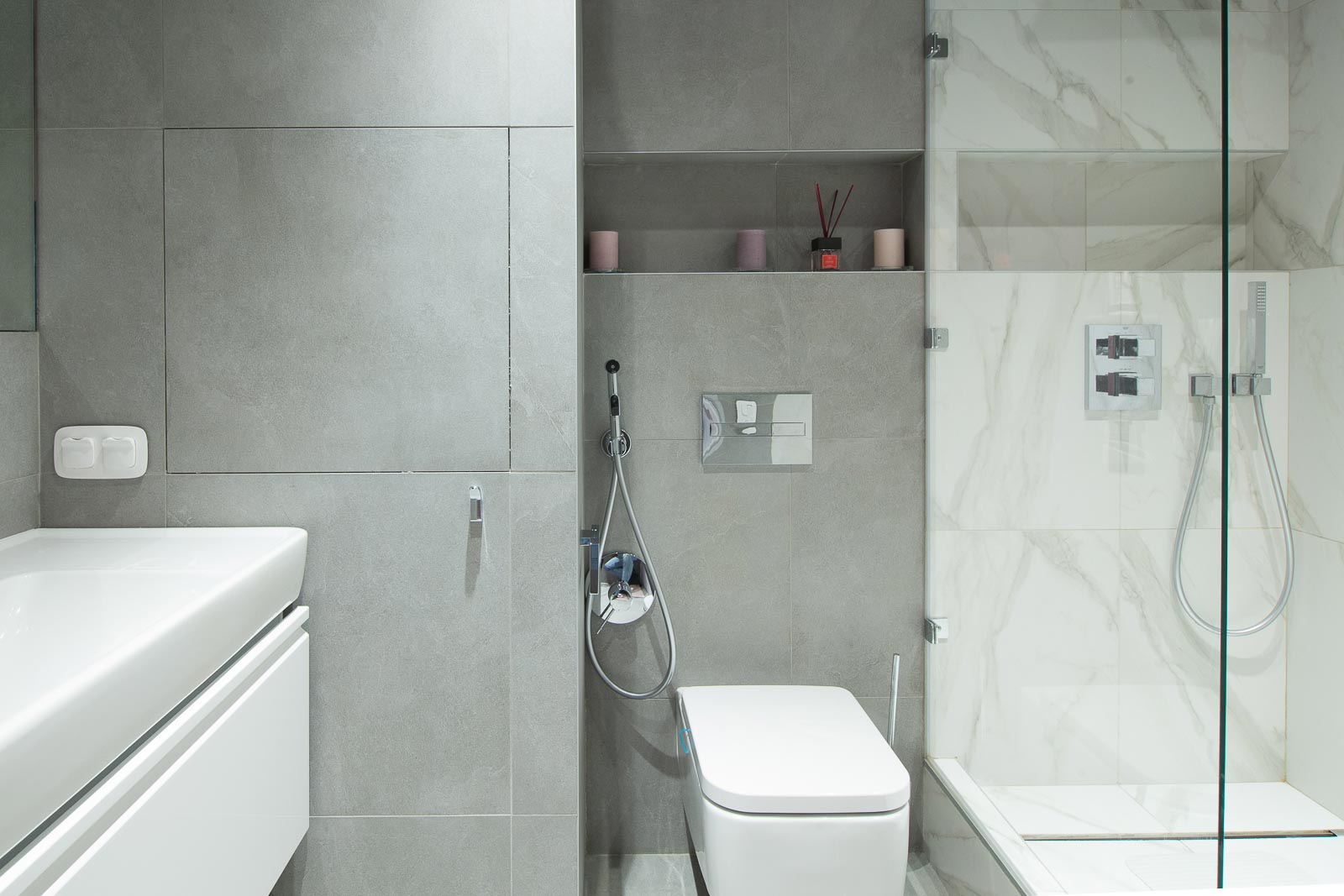 Grey tiles and white marbel tiles