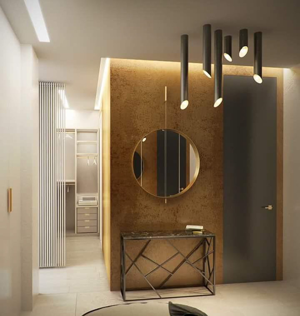 House entrance with golden wallpapers