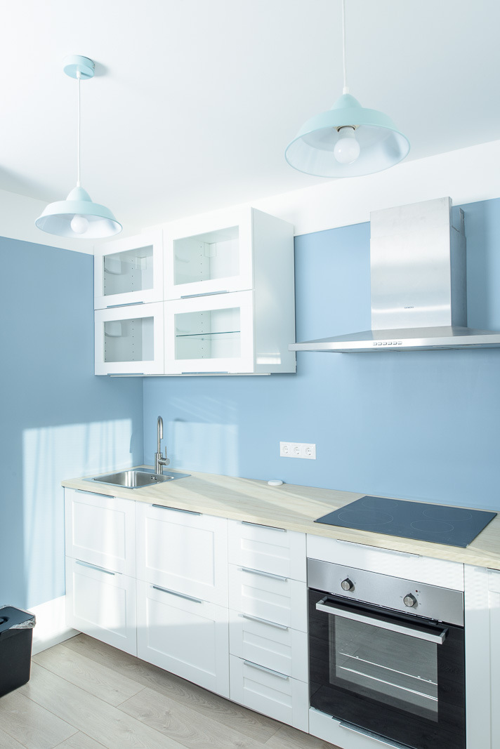 Kitchen in blue and white colors